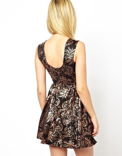 Короткое платье Club L- 1 147,63 руб.