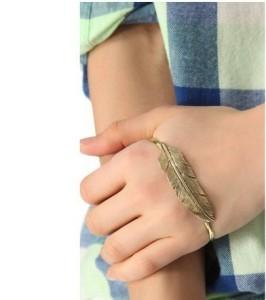 Перышко - наладонный браслет