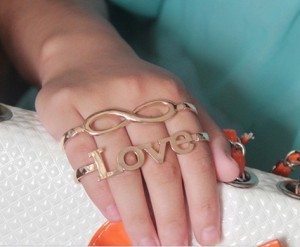 Наладонный браслет для романтичных натур