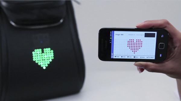 Сообщения можно передавать при помощи мобильного приложения