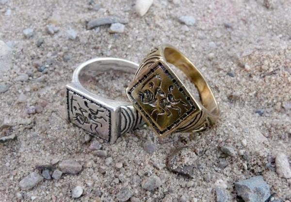 мужской перстень-печатка