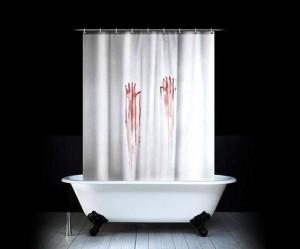 Аксессуары для ванной в стиле «Психо» Хичкока - занавеску со следами окровавленных рук.