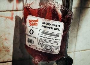 ксессуары для ванной в стиле «Психо» Хичкока - контейнер для переливания крови с гелем для душа не вызывающего сомнения цвета - версия 1.